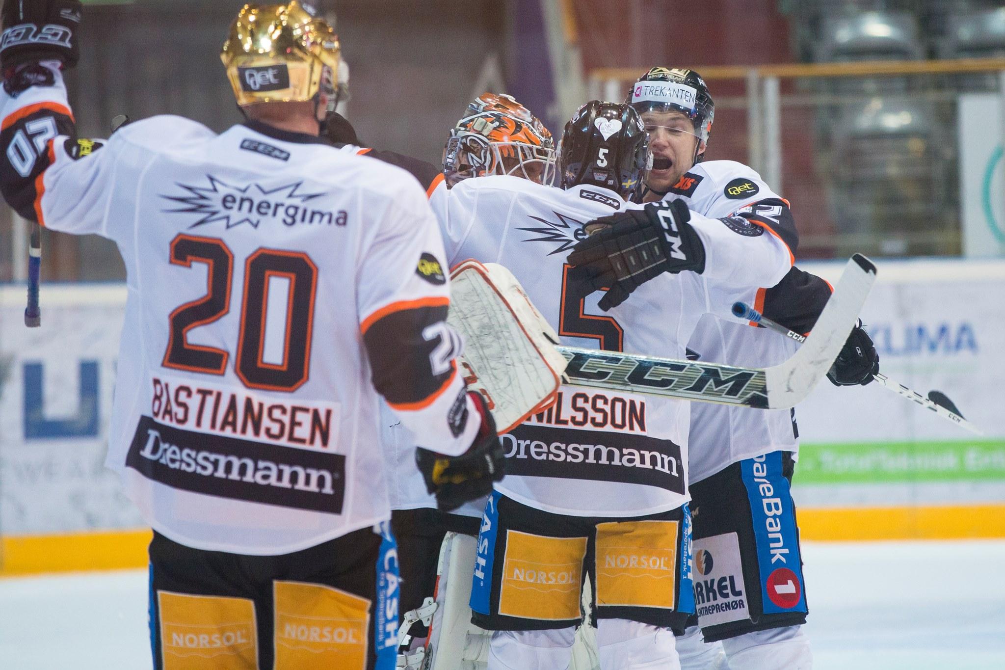 Jubel for seier mot Storhamar. Foto: Fredrik Hagen