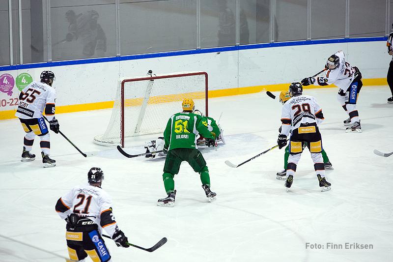 Her setter Jonas Berglund inn 1-0 målet.