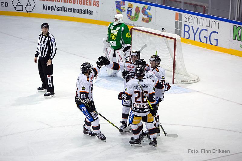 Endre Medby kunne styre inn Petter Kristiansens pasning til 2-0