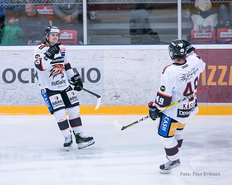 Endre Medby setter inn 2-1 og jubler her sammen med Christian Kåsastul
