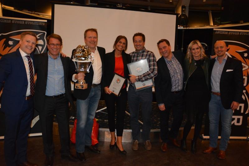 Markedssjef Fredrick og representanter for alle de flotte samarbeidspartnerne som bidro litt ekstra for å heie frem laget til NM-Sølv!