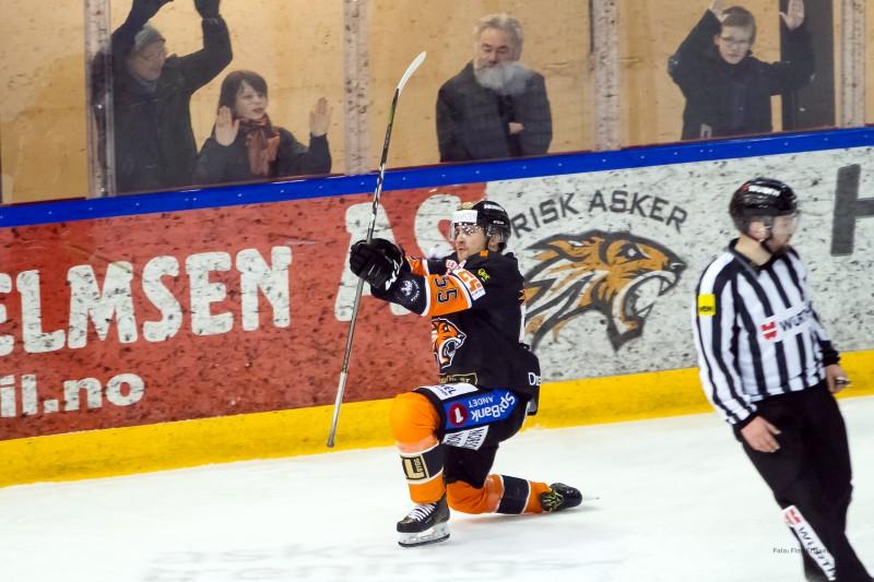 Endre Medby jubler for 1-0 scoringen