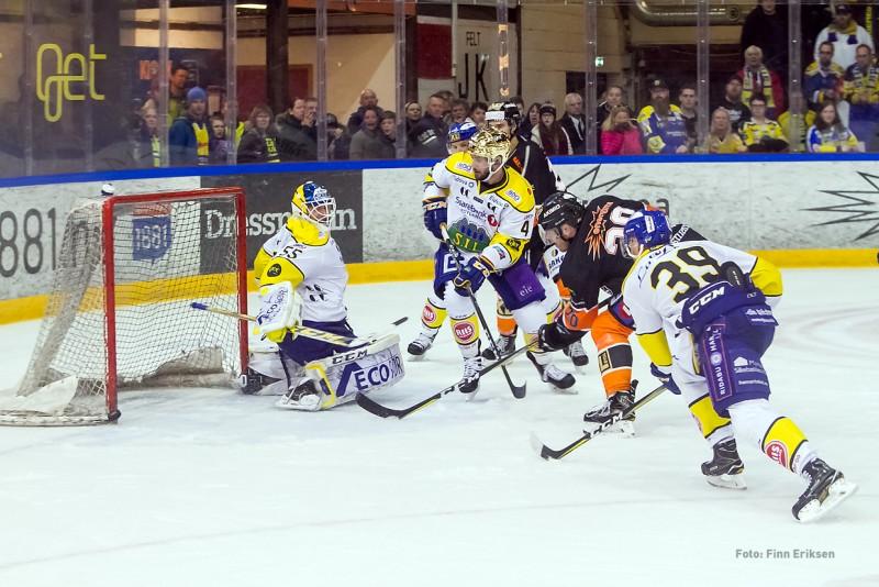Anders Bastiansen skyter stang ut på åpent mål