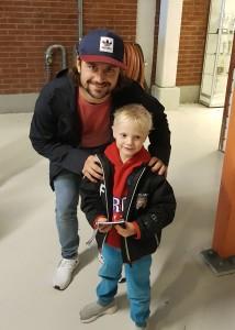 Mats Zuccarello hadde tatt turen til Askerhallen for å se gamle lagkamerater