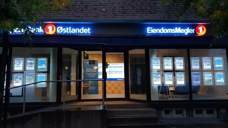 SpareBank 1 Østlandet og Eiendomsmegler 1 har fine kontorer sentralt i Asker sentrum.