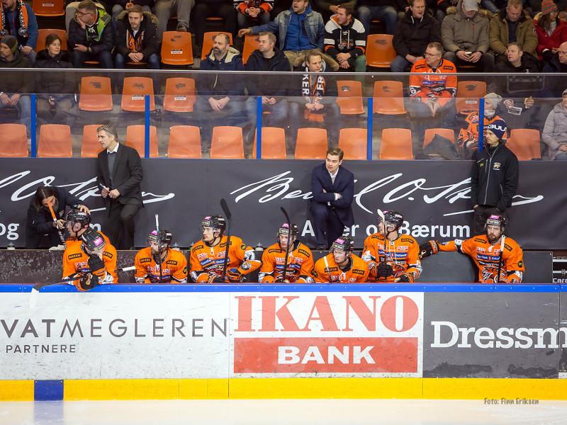 Trenerduoen ledet laget til 6-1 seier mot Stavanger Oilers tirsdag kveld. FOTO: Finn Eriksen