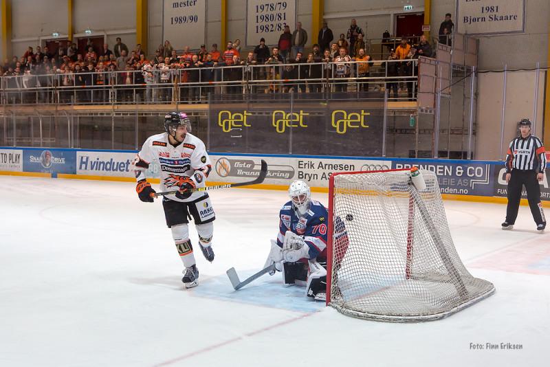 """Sean McMonagle viste """"kylan"""" og overlistet Søberg på straffeslaget. Foto: Finn Eriksen"""