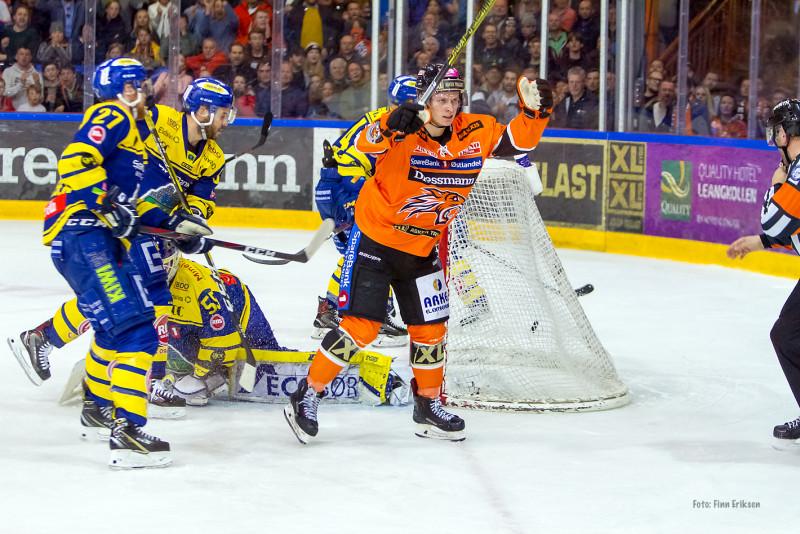 Sebastian Johansen setter inn 2-1 / Foto: Finn Eriksen