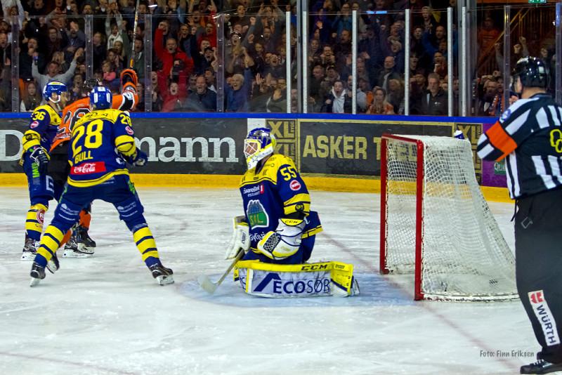 Her scorer P seiersmålet mot Storhamar. Foto: Finn Eriksen