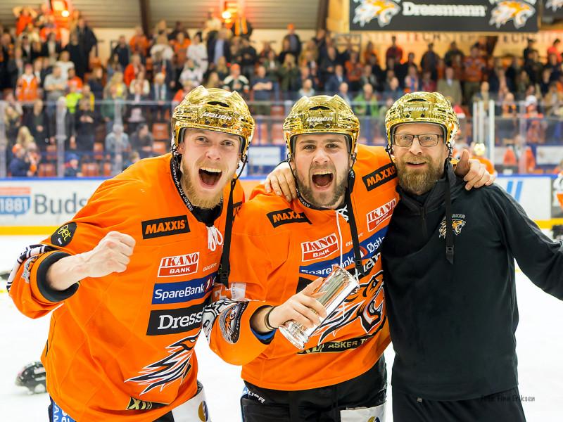 Endre jubler sammen med Victor Björkung og Martin Conradsson Foto: Finn Eriksen