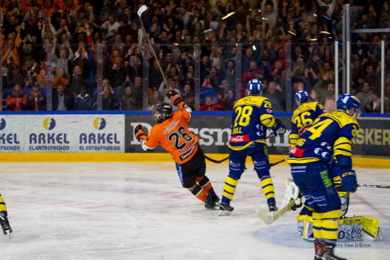 Her jubler Petter Kristiansen for det avgjørende målet i finale 6. Foto: Finn Eriksen