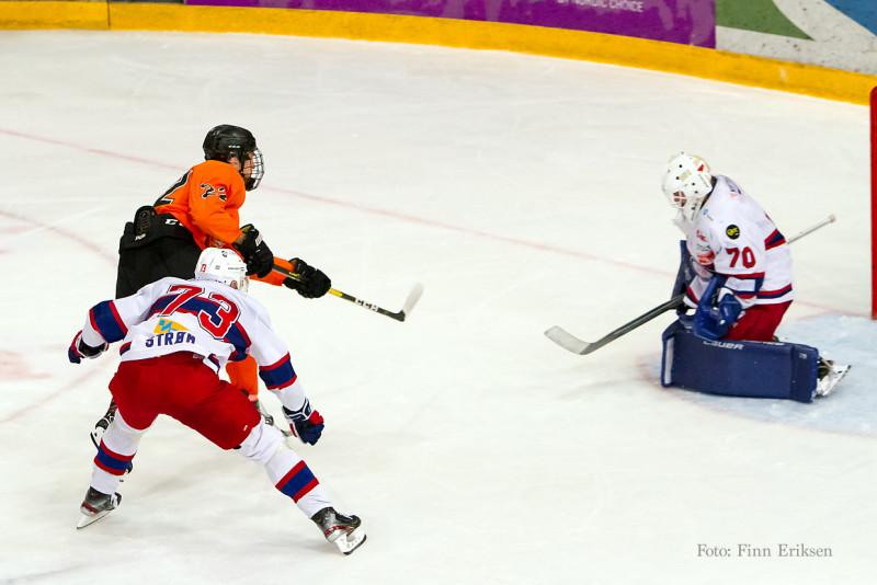 17 år gamle Fredrik Bjørndal var nære scoring i kveld! Foto: Finn Eriksen