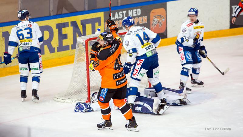 Fredrik Lystad Jacobsen legger på til 3-0. Foto: FINN ERIKSEN