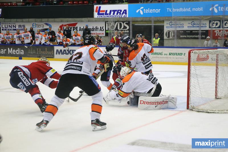 Nicklas Dahlberg sto igjen en solid kamp, og fikk bestemannsprisen for innsatsen. Foto: Arild Åssveen - MAXIPRINT