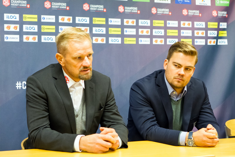 Petri Matikainen og Janna Aasland på kveldens pressekonferanse etter kampslutt