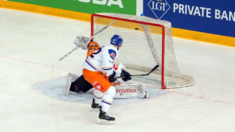 Henrik Fayen Vestavik greier ikke å avverge 0-1 i overtall. Foto: Finn Eriksen