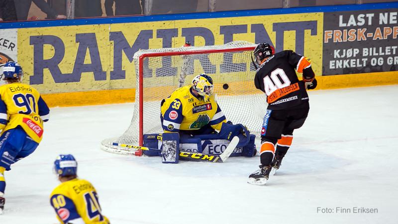 Fredrik Lystad Jacobsen gir oss ledelsen 2-1 med sitt tredje mål for sesongen. Foto: Finn Eriksen