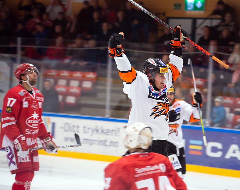 Anders Bastiansen med en viktig utligning til 2-2. Foto: Henning Ekeli