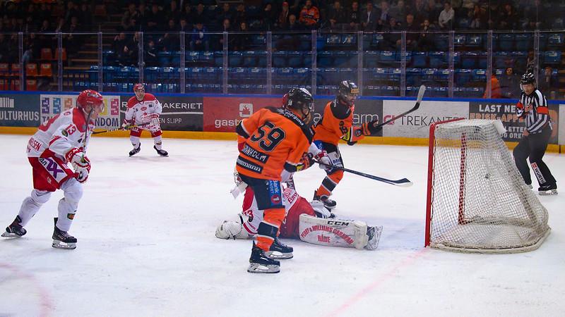 Viktor Granholm scorer Foto: Bjørn H Fredriksen