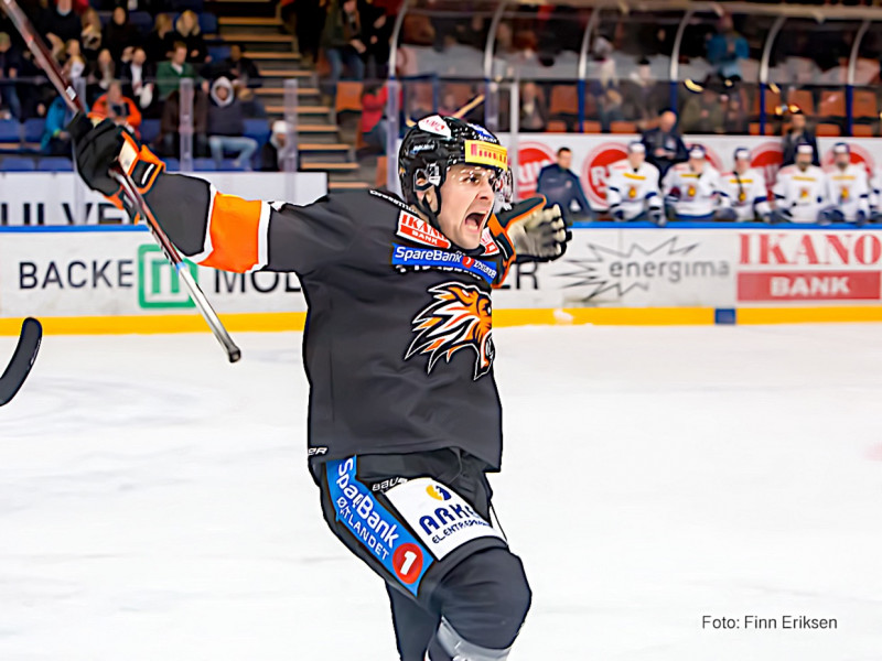 Endre Medby kunne juble for scoring som gjorde han til Mr Teddybear 2019. Foto: Finn Eriksen