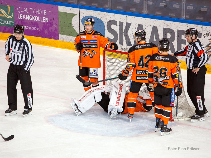 """Nicklas Dahlberg måtte """"ta telling"""", men kom seg heldigvis på beina igjen. Foto: Finn Eriksen"""