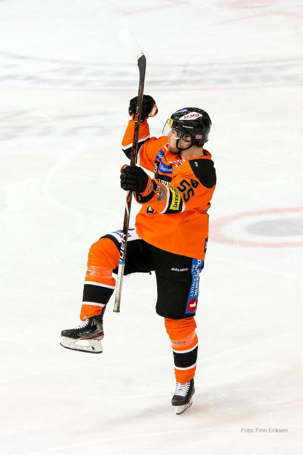 Endre Medby jubler for scoring. Foto: Finn Eriksen