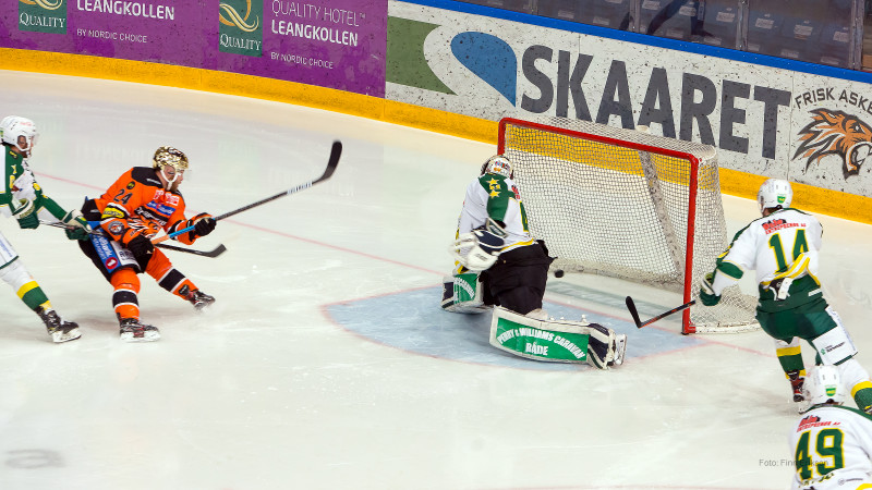 """""""Shorthanded goal"""" - eller mål i undertall - av Hampus Gustafsson. Foto: Finn Eriksen"""